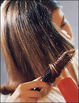 Подкручивание кончиков волос