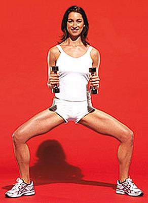 Упражнение - приседания с подъемом рук